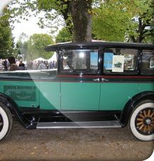 Les véhicules anciens s'invitent à La Roche-Posay